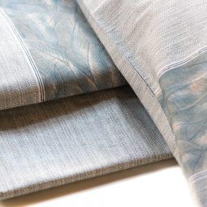dettaglio completo lenzuola matrimoniale con foglie verde petrolio di maè by via roma 60