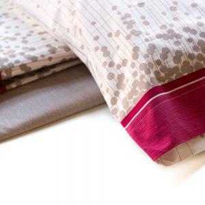 dettaglio completo lenzuola in percalle con pois linea Gabrile di Maè