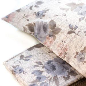 dettaglio completo lenzuola in stile shabby con fiori Rebecca di Creole Home