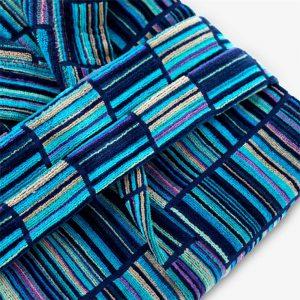 dettaglio accappatoio moderno blu e multicolor Strett di Riviera