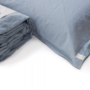 dettaglio lenzuola cotone biologico memoria di somma color aria azzurro polvere