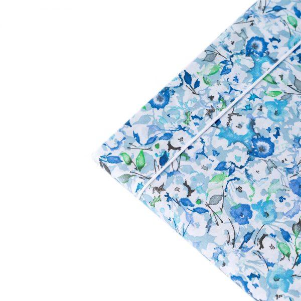dettaglio completo letto matrimoniale a fiorellini azzurri Petit di Riviera