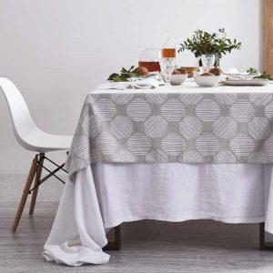 tovaglia in stile naturale nordico con disegno geometrico maison sucree
