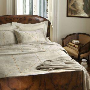 copriletto velvet di Somma per letto matrimoniale color conchiglia