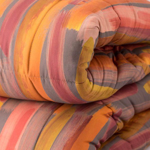 dettaglio Trapunta Reflex di Reevèr effetto spennellato arancione