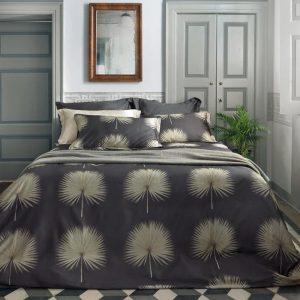 copripiumino Domizia di Somma con fiore a ventaglio su sfondo grigio scuro